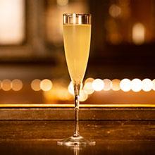 エッセンスの特徴でシャンパンを複雑に。 『フレンチ75』をエレガントにツイスト。