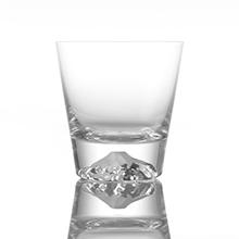 琥珀色の富士山を愛でながら ウイスキーを愉しめるグラス